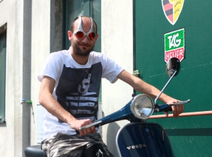 Oakley Over the Top & Vintage Vespa Et3 Blue Marine